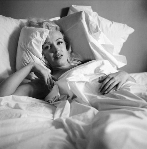 Marilyn photographed by Milton Greene in October 1953.: Marilyn Photographed, Celebrity Les Femmes, Bed Photographed, 3/4 Beds, Classic Stars, 1953