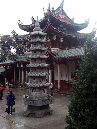 Nanputuo Temple - Xiamen My structural engineer wants to know how the overhangs are held up?: