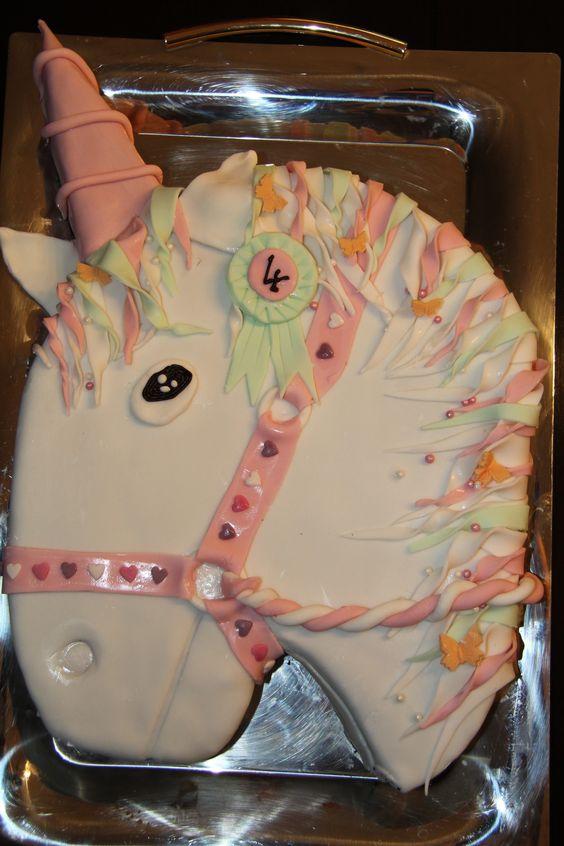 le gateau d 39 anniversaire licorne unicorn gateau anniversaire lily pinterest licornes. Black Bedroom Furniture Sets. Home Design Ideas