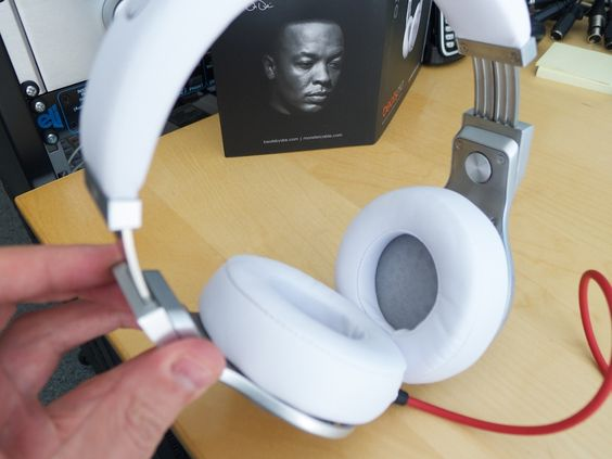 Best dj headphones  top 5 for 2016 and Why. Click here http://headphones100.com/best-bass-headphones/