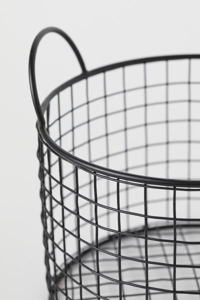 Round Metal Wire Basket Black Home All H M Us In 2020 Black Wire Basket Wire Basket Decor Wire Baskets