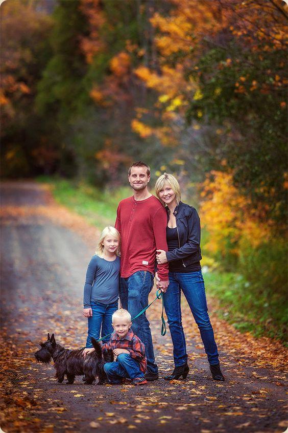 Fall Family Photo Ideas What To Wear Fall family por...