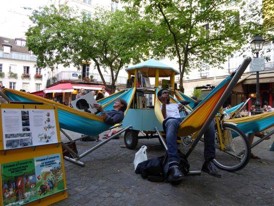 image Bibliambule, la bibliothèque mobile : démonstration de lecture en ville