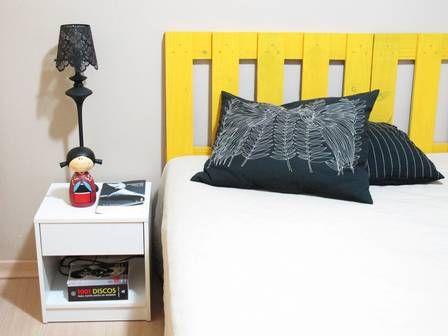 Cabeceira de cama feita de pallets