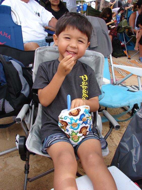 """Check out this smiling fan enjoying a snack at the beach for an early morning canoe paddling regatta in Hawaii! Mom Collen said, """"We love our #snackbags....we use the minis for carrot sticks and the big ones for grapes, and lychee!"""""""