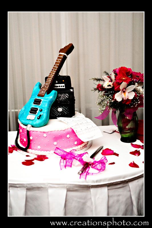 Bryanne & Tylers electric guitar styled wedding cake made by the bride - Creationsphoto