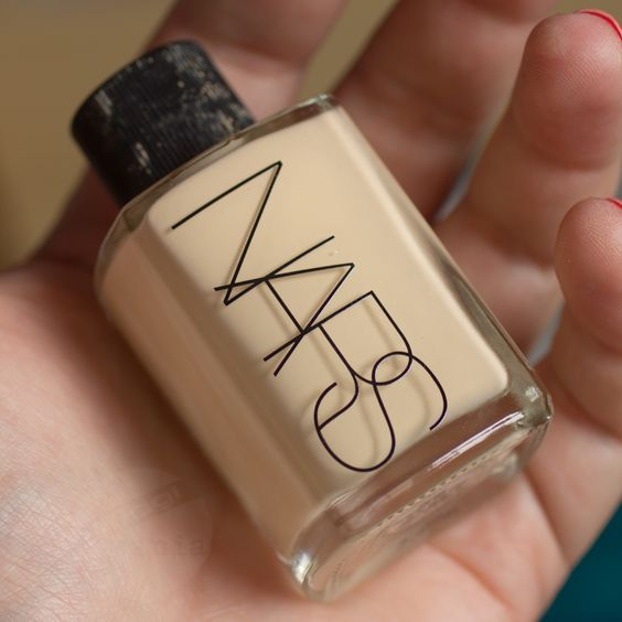 NARS Sheer Glow Foundation Review http://www.magi-mania.de/nars-sheer-glow-foundation-gobi/