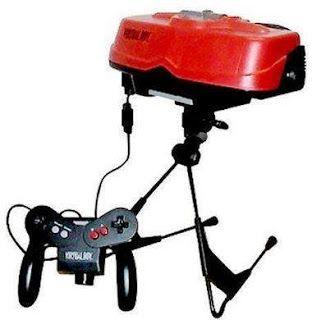 Lançado em agosto de 1995, o Nintendo Virtual Boy tinha como proposta revolucionar a maneira como os usuários interagiam com os games. Primeiro portátil da história com processador de 32 bits, é considerado até hoje o maior fracasso da Nintendo e um dos maiores fiascos da indústria dos games.  Leia Mais http://www.oblogdoseupc.com.br/2013/04/As-10-invencoes-mais-fails-de-todos-os-tempos.html