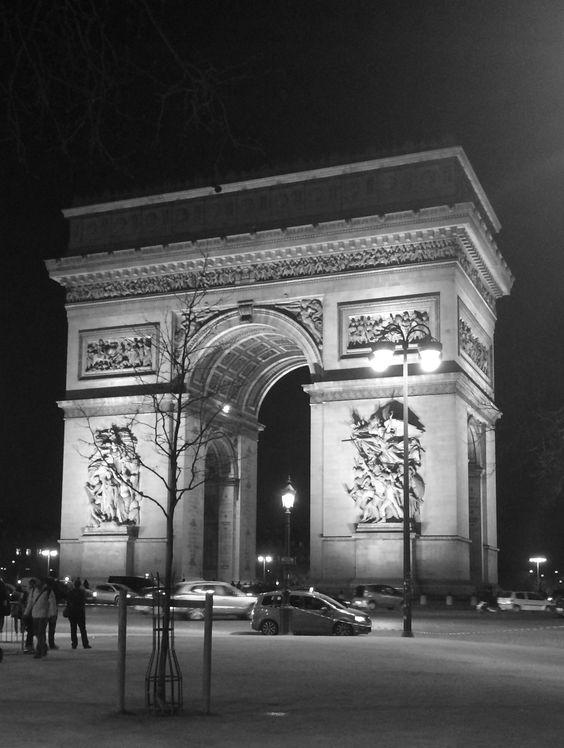 Place de l'Etoile, CDG, Paris février 2016.