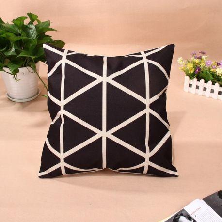 Housse de coussin style scandinave triangles noirs #decoration #canapé #fauteuil #coussin
