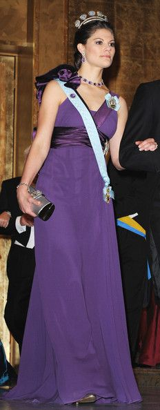 Princess Victoria Photos - Crown Princess Victoria of Sweden arrives during the Nobel Foundation Prize Banquet 2009 at the Town Hall on December 10, 2009 in Stockholm, Sweden. - Nobel Banquet 2009 at the Town Hall