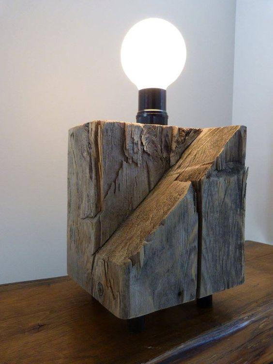 lampe de table en bois de grange recycl grange en bois tables et granges. Black Bedroom Furniture Sets. Home Design Ideas