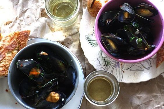 spicy buttery steamed mussels