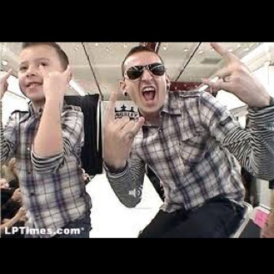 Chester and his son! <3 So cute!!!