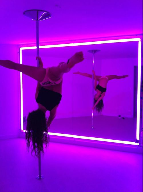 kimiknoxxx: phnixxred: I want a pole room like this Me too!