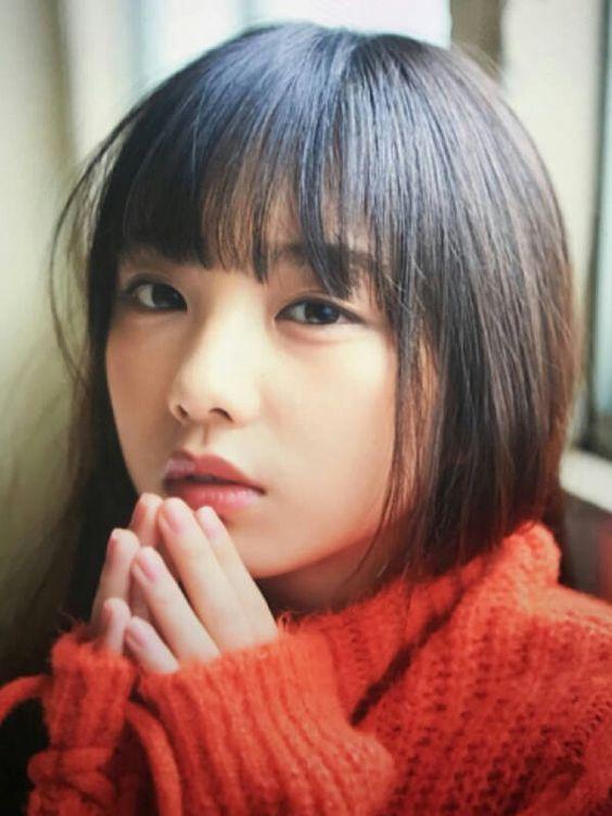 赤いセーターの与田祐希