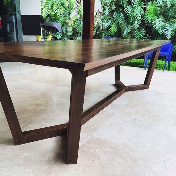 Mesa para sala de juntas fabricada en madera de guanacaste for Catalogo mesas oficina