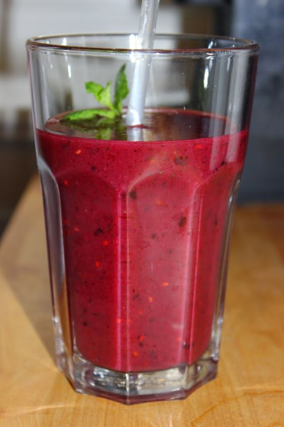 The Vegan Food Diaries: Vegan for starters: Banane-Beeren-Minze Smoothie