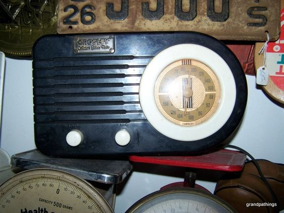 Crosley Collectors Edition Radio Model CR2 vintage   $65.00