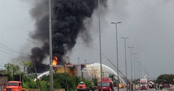 Santos começa a receber ajuda federal para combater incêndio na Alemoa