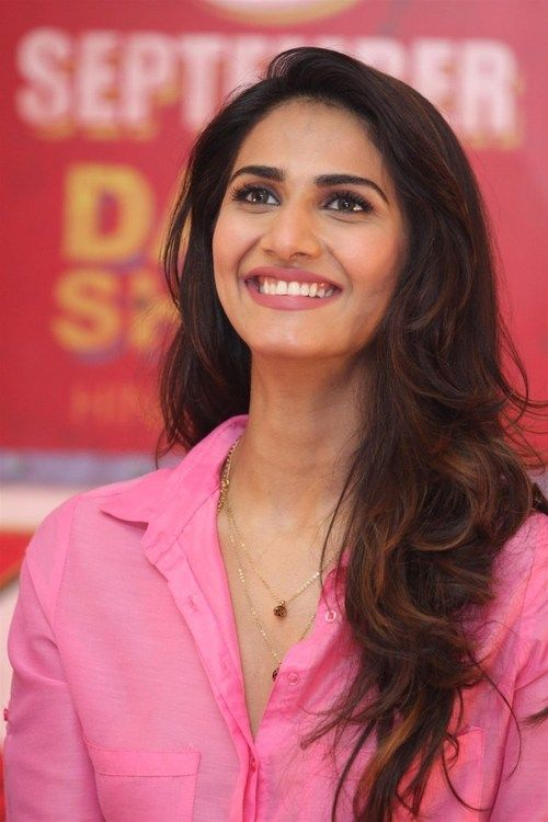 91032f0f7be58a9f5158a48cdb0655d7 Vaani Kapoor Hairstyles-Top Best 15 Hair Looks of Vaani Kapoor