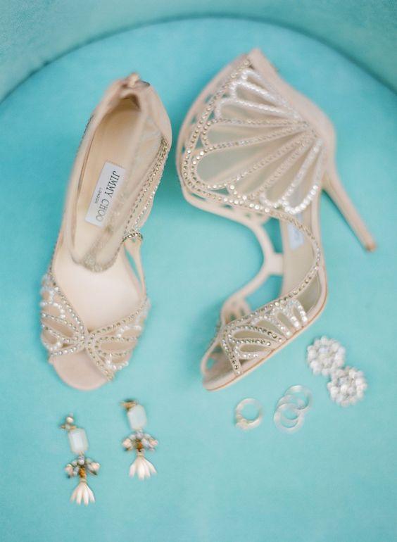 Tipps für exklusive Brautschuhe von der Hochzeitsfotografin www.sandrahuetzen.de   View entire slideshow: 100 Wedding Shoes You'll Never Want to Take Off on http://www.stylemepretty.com/collection/2589/