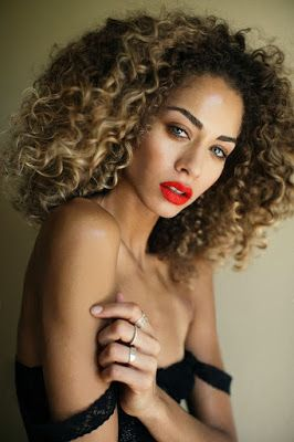 Moda Cabellos: Mechas californianas 2015 Cabello crespo
