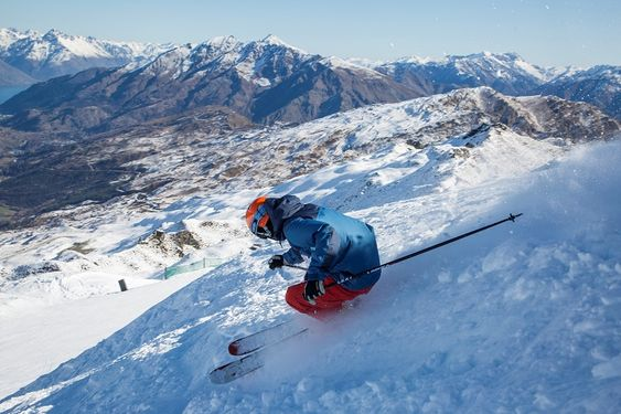 Coronet Peak - Getting on the slopes before the crowds for First Tracks