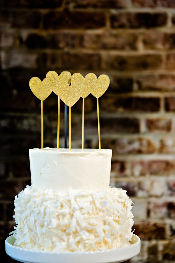 white cake with HEARTS. we love love so much. #blackandgoldwedding #modernwedding #weddingchicks http://www.weddingchicks.com/2013/12/31/black-and-gold-wedding-ideas/