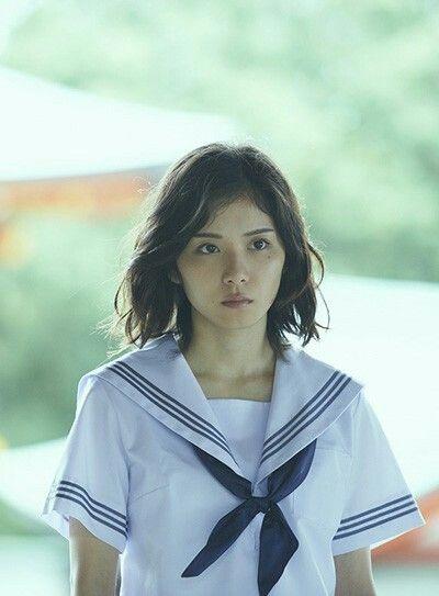 セーラー服姿の松岡茉優