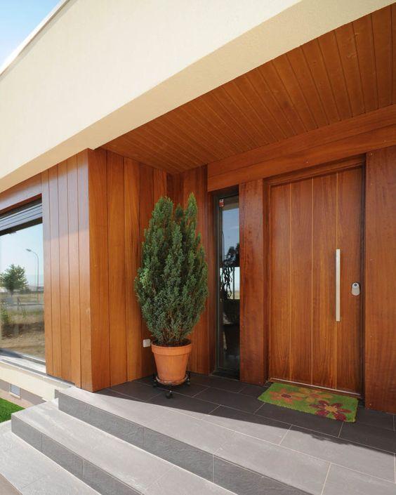 Puerta entrada madera moderna inspiraci n de dise o de for Disenos de puertas para interiores