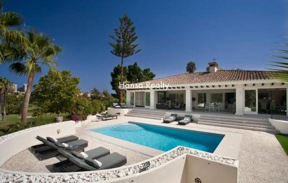 Contemporary Frontline Golf Villa in Las Brisas | 2.995.000 € Luxury Villa for sale in Nueva Andalucia - Ref 4200004 Bedrooms: 6Built: 545 m² Bathrooms: 6 Plot: 1.100 m² Modern villa built on one level situated front line golf to Las Brisas in Nueva Andalucia.