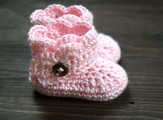 crochet baby girl booties // newborn by FaithAndFibers on Etsy