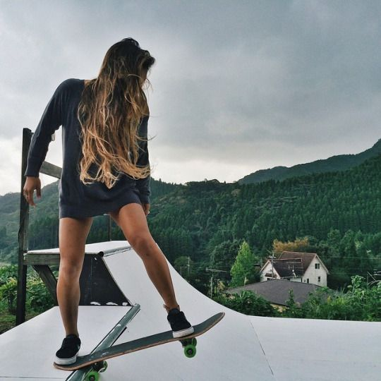 It's so cool how you can find happiness from a piece of wood /Asiaskate/