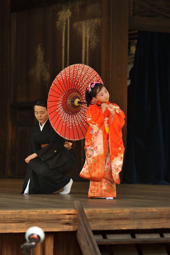 Little girl performing Japanese traditional dance, Nihon Buyo 日本舞踊
