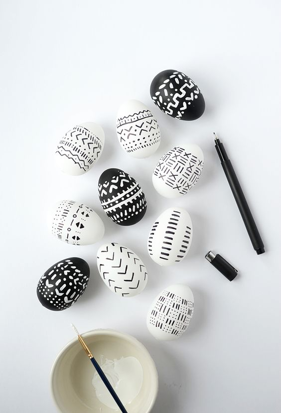 Don't you love mud cloth? Learn how to make these DIY mud cloth inspired Easter eggs.