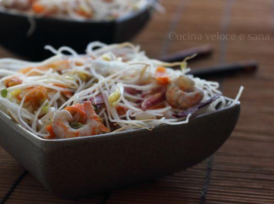 Vermicelli di riso con verdure e gamberetti