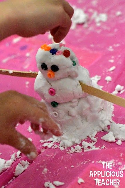 Have a snow day in the classroom! Love this stem themed day idea! Super easy to recipe to make fake snow, too!