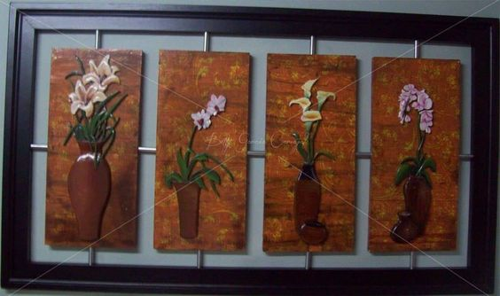 talla en madera y técnicas mixtas de decoración.