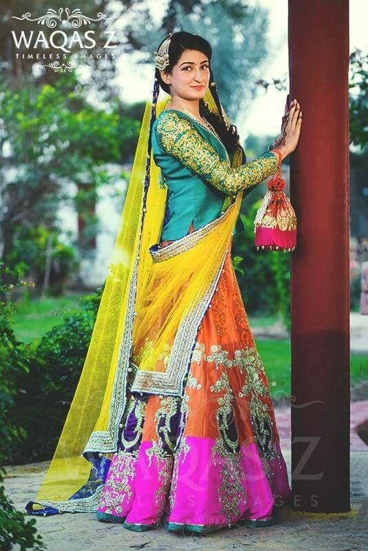 Mehndi Lehenga For Bride : Pakistan mehndi bride s photography bridal