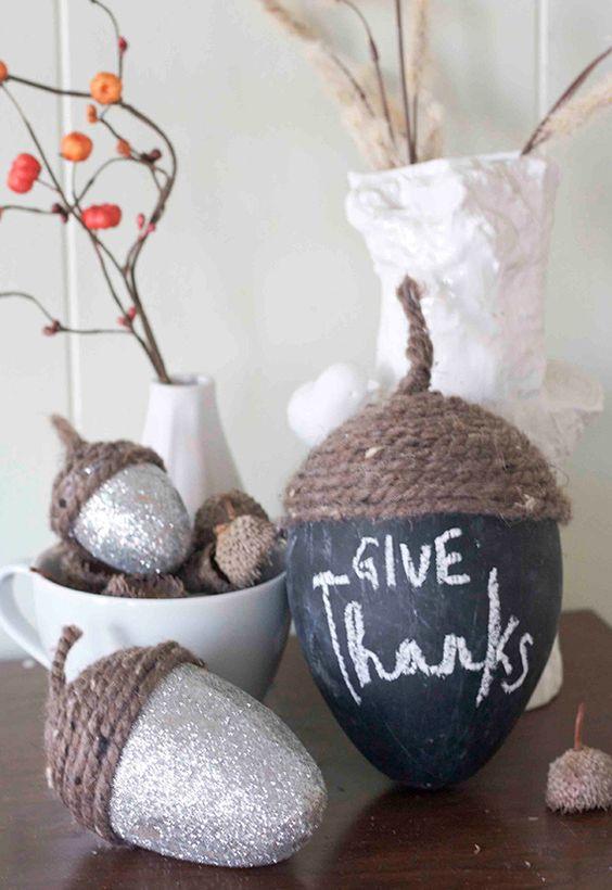 Diy thanksgiving acorn centerpiece glitter for Acorn decoration ideas