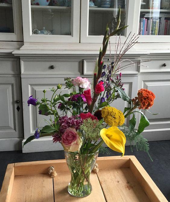 Gave bloemen van Bloomon. Dit was mijn bos van donderdag 11 Augustus. Wil je ook elke maand genieten van de prachtige bloemen van bloomon? Bestel dat via deze link, dan krijg je er een super mooie bijpassende vaas gratis bij. www.bloomon.nl/r46kwr-cadeau-van-jessica