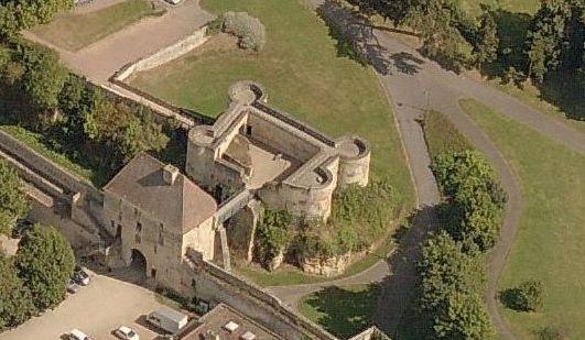 Chateau De Caen Porte Des Champs Et Barbacane Du Chateau De Caen Calvados 14 Chateau Interieurs Du Chateau Caen
