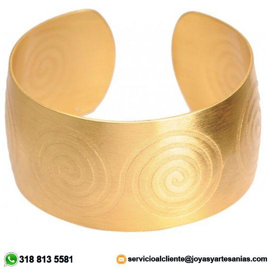 Brazalete de aro Pictograma espiral doble baño en oro de 24k, cómpralo con un 20% de descuento. #joyasprecolombinas http://www.joyasyartesanias.com/brazalete-de-aro-pictograma-espiral-doble.html