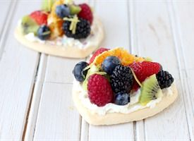 Mini Rainbow Fruit Pizzas from Tablespoon (http://punchfork.com/recipe/Mini-Rainbow-Fruit-Pizzas-Tablespoon)
