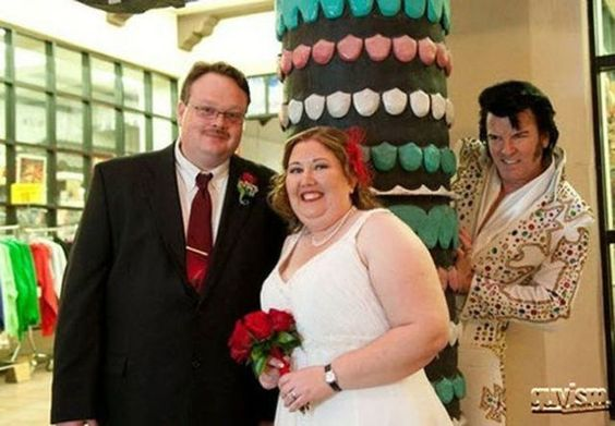 17 Of The Best Wedding Photobombs - FB TroublemakersFB Troublemakers