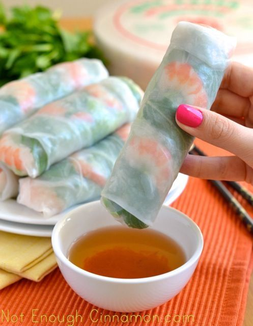 So you love Vietnamese spring rolls but never make them at home because it always ends up in a giant mess? Well, it was your last disaster! Learn how to make the most perfect spring rolls with this easy step by step tutorial. You'll see that it's actually easy!