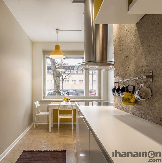 Ihanainen.com Sisustussuunnittelu. Sotkanpesä-kodin keittiötä piristää keltaiset yksityiskohdat. #kitchen #sisustus #sisustussuunnittelu #tampere