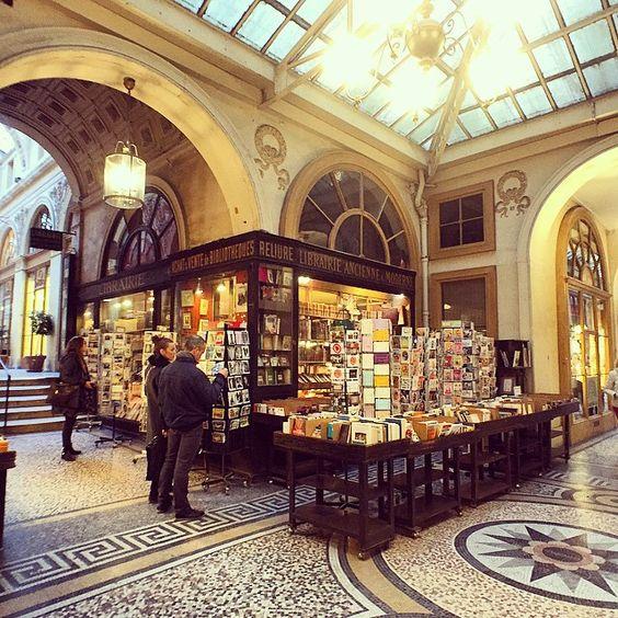 «#librairie #book #livres #instabook #livre #litterature #shop #bookshop #paris #ParisJeTAime #igersparis #igersfrance #makemoments #galerie #vivienne»