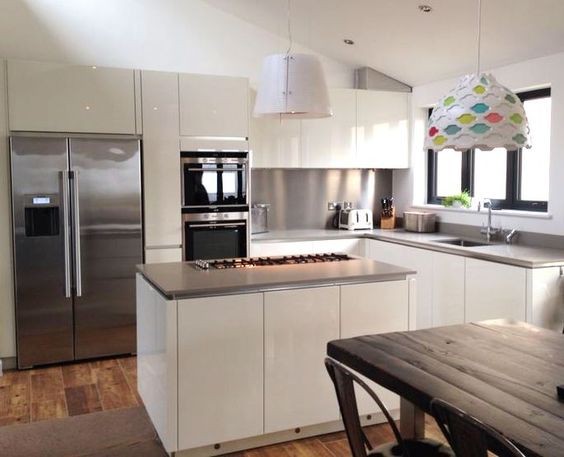 Gloss Matt Wood Kitchen Finishes: Gloss White Handleless Doors With A Channel Handle And
